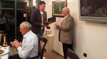 """Никола Добрев с почетния приз на """"Сцена на кръстопът"""""""