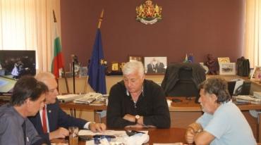 Зам.-министърът на културата и областният управител на Пловдив търсят дом на операта