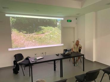 Художник изминава 500 км. в подножието на Бунарджика, за да отъпче пътека в знака на безкрайността