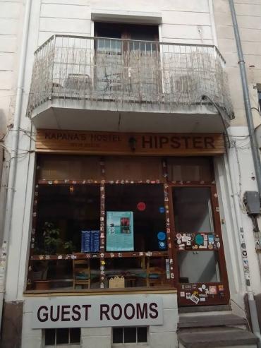КОЙ КОЙ Е В КАПАНА: В Hipster Hostel ще ви посрещнат с отворени обятия