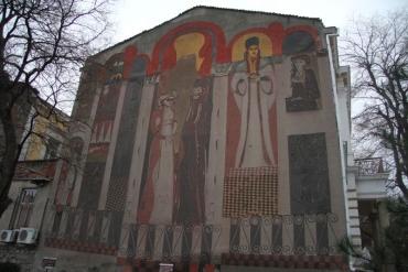 Разходка из монументалното изкуство на Трихълмието в Пловдив