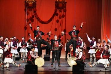 """Ансамбъл """"Тракия"""" зарадва пловдивчани с празничен концерт на сцената на ГДК"""